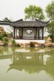 Azjata Pekin ogródu expo Porcelanowy ogród, antykwarscy budynki, pawilony, jezioro, odbicie Zdjęcie Stock