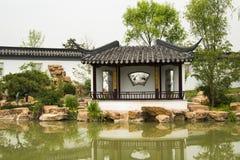 Azjata Pekin ogródu expo Porcelanowy ogród, antykwarscy budynki, pawilony, jezioro, odbicie Obrazy Royalty Free