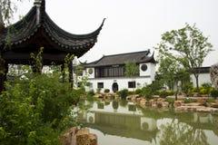 Azjata Pekin ogródu expo Porcelanowy ogród, antykwarscy budynki, pawilony, jezioro, odbicie Obraz Royalty Free