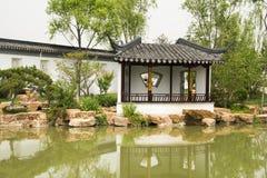 Azjata Pekin ogródu expo Porcelanowy ogród, antykwarscy budynki, pawilony, jezioro, odbicie Zdjęcia Royalty Free