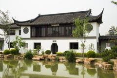 Azjata Pekin ogródu expo Porcelanowy ogród, antykwarscy budynki, pawilony, jezioro, odbicie Zdjęcie Royalty Free