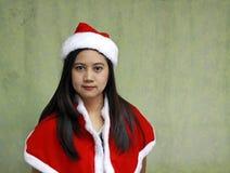 Azjata Santa dziewczyna Ubiera Up na jasnozielonym tle zdjęcia royalty free