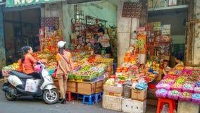 Azjata targowa scena w Hanoi, Wietnam Obrazy Royalty Free