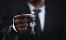 Azjatyccy biznesmena mienia klucze Obraz Royalty Free