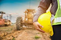 Azjatyccy biznesowego mężczyzna budowy inżyniera pracownicy przy placem budowy zdjęcie royalty free