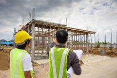 Azjatyccy biznesowego mężczyzna budowy inżyniera pracownicy przy placem budowy Obraz Stock