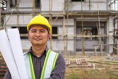 Azjatyccy biznesowego mężczyzna budowy inżyniera pracownicy przy placem budowy zdjęcie stock