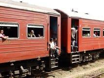 Azjatyccy klasa pasażery w czerwień pociągu, Sri Lanka Obraz Stock