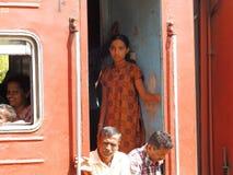 Azjatyccy klasa pasażery w czerwień pociągu, Sri Lanka Zdjęcia Stock