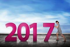 Azjatyccy ludzie pchnięć 2017 liczb Fotografia Stock