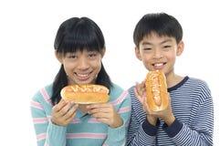 Azjatyccy młodzi przyjaciele obraz stock