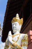 Azjatycka anioł rzeźba jest ubranym złotą biżuterię Zdjęcia Stock