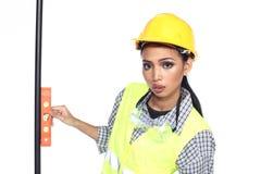 Azjatycka architekta inżyniera kobieta w żółtym ciężkim kapeluszu, bezpieczeństwo szeroki Obraz Royalty Free