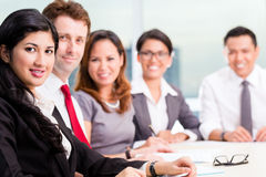 Azjatycka biznes drużyna w konferencyjnym spotkaniu Obrazy Royalty Free