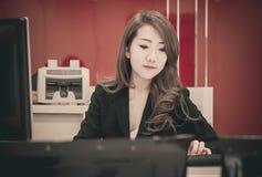 Azjatycka biznesowa dziewczyna Zdjęcie Royalty Free