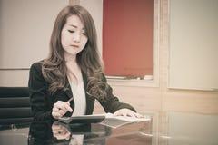 Azjatycka biznesowa dziewczyna Fotografia Royalty Free