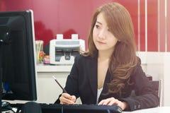 Azjatycka biznesowa dziewczyna Zdjęcia Stock