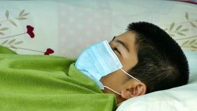 Azjatycka chłopiec był chora zdjęcie wideo