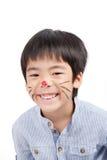 Azjatycka chłopiec z malującymi ono uśmiecha się i twarzą Fotografia Royalty Free