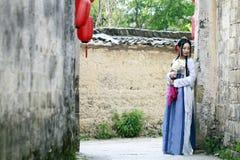 Azjatycka Chińska kobieta w tradycyjnym Hanfu dressï ¼ Œclassic pięknie w podbródku obrazy stock