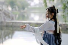 Azjatycka Chińska kobieta w tradycyjnym Hanfu dressï ¼ Œclassic pięknie w podbródku zdjęcia stock