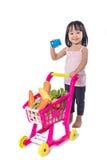 Azjatycka Chińska mała dziewczynka trzyma kredytową kartę z zakupy trol Zdjęcia Royalty Free