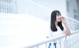 Azjatycka Chińska student uniwersytetu sztuka na boisku Obrazy Stock