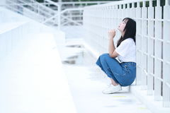 Azjatycka Chińska student uniwersytetu sztuka na boisku Zdjęcia Stock