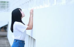 Azjatycka Chińska student uniwersytetu sztuka na boisku Fotografia Stock