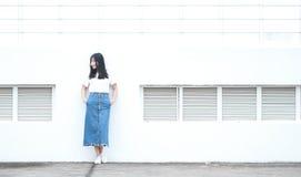 Azjatycka Chińska student uniwersytetu sztuka na boisku Zdjęcia Royalty Free
