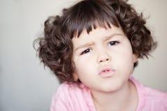 Azjatycka dziewczyna z kędzierzawym krótkim włosy Zdjęcie Royalty Free