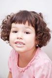 Azjatycka dziewczyna z kędzierzawym krótkim włosy Obraz Royalty Free