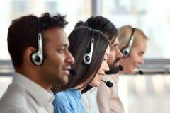 Azjatycka dziewczyna z słuchawki pracuje w firmie Obraz Royalty Free