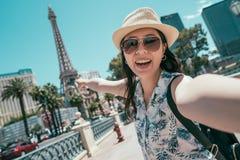 Azjatycka kobieta bierze selfie fotografię na Ameryka podróży zdjęcie stock