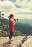 Azjatycka kobieta fotografował pięknego widok, plenerowego na lato d Obrazy Royalty Free