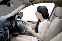 Azjatycka kobieta krzyczy przed wypadkiem samochodowym zdjęcia royalty free