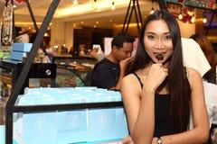Azjatycka kobieta przed uzupełniał włosianego styl żadny retusz, świeża twarz Obraz Stock