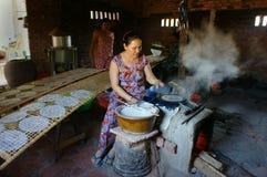 Azjatycka kobieta, Wietnamski ryżowy papier Obraz Stock