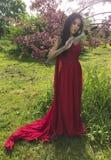 Azjatycka kobieta z katana kordzikiem obrazy royalty free