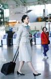 Azjatycka koreańczyka powietrza lota gospodyni domu przy lotniskiem międzynarodowym cal Fotografia Royalty Free