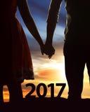 Azjatycka para świętuje 2017 nowy rok wigilię Zdjęcia Royalty Free