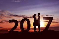 Azjatycka para świętuje 2017 nowy rok wigilię Zdjęcie Stock