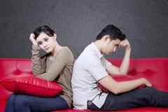 Para stresuje się out na czarnym tle Zdjęcie Stock