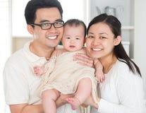 Azjatycka rodzina Zdjęcia Royalty Free