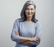 Azjatycka starsza kobieta z krzy?owa? r?kami pokazuje dissproval zdjęcie royalty free