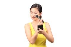 Azjatycki żeński kładzenie na makeup - serie 4 Obraz Royalty Free