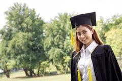 Azjatycki żeńskiego ucznia absolwent Fotografia Royalty Free