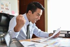 Azjatycki biznesmen Świętuje Zdjęcia Stock