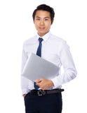 Azjatycki biznesmen niesie z laptopem Obraz Royalty Free