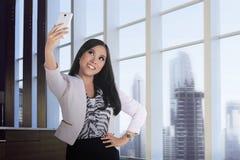 Azjatycki biznesowej kobiety wp8lywy selfie Fotografia Royalty Free